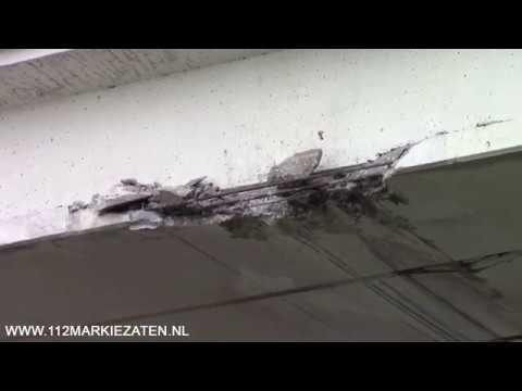 Vrachtwagen met kraan rijdt tegen viaduct Nieuwe Postweg Tholen