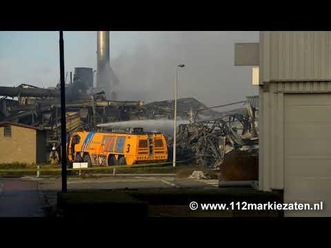 Brandweer nog uren bezig met nablussen grote brand Sint-Maartensdijk